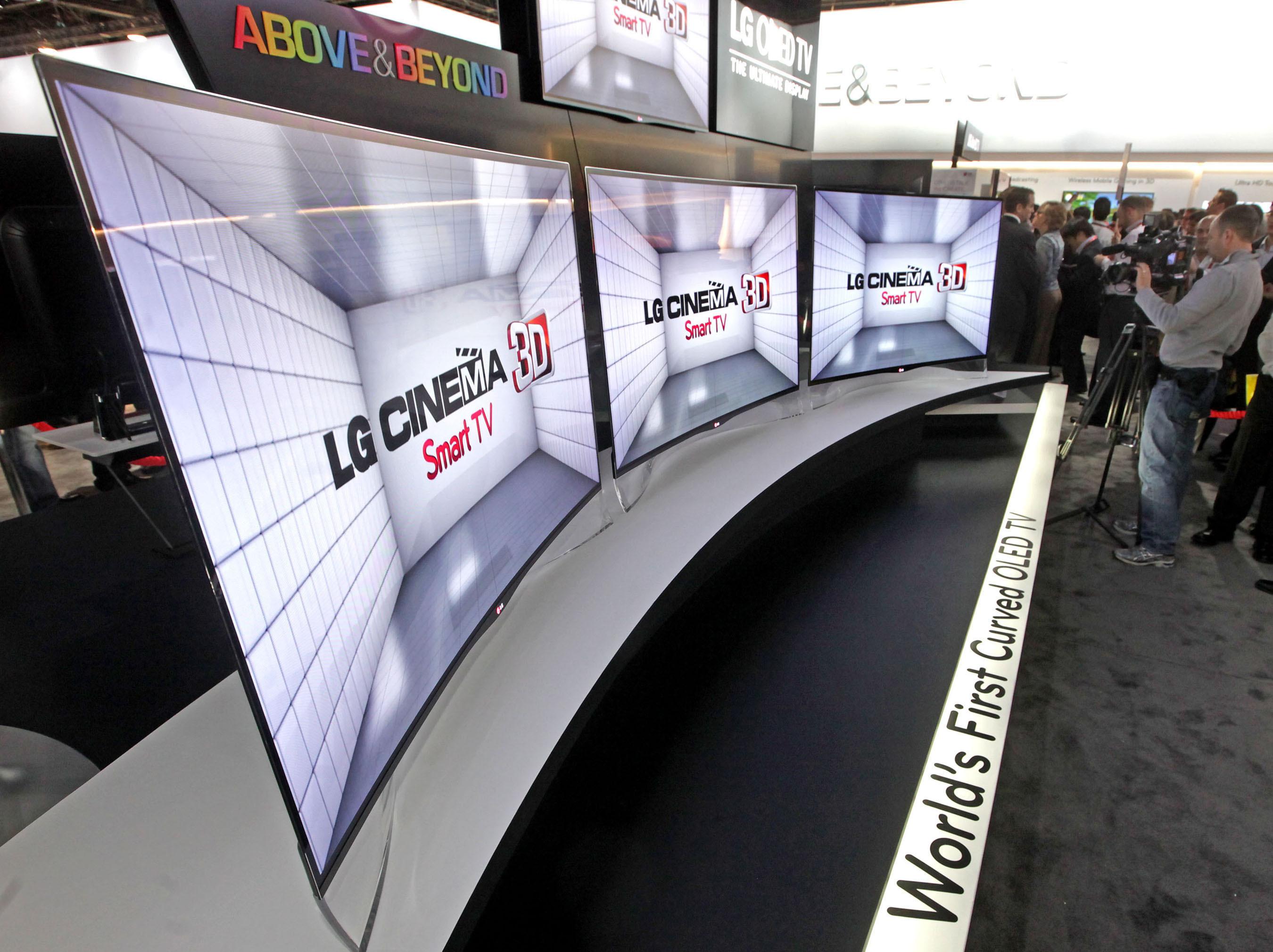 ال جي تلويزيون OLED منحنی شکل خود را در CES 2013به نمايش گذاشت
