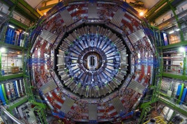 بزرگترین شتاب دهنده ی ذرات جهان روشن خواهد شد