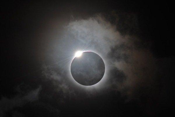 خورشید گرفتگی در پایان سال ۹۳