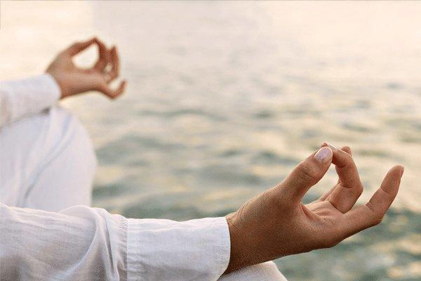 یوگا و مدیتیشن چه تاثیری بر مغز در دوران پیری دارد؟