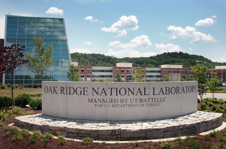 ۲۰۱۱۱۱۲۲_Oak_Ridge_Lab_entrance