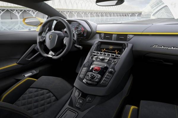 ۲۰۱۷-lamborghini-aventador-s-revealed-730bhp-2