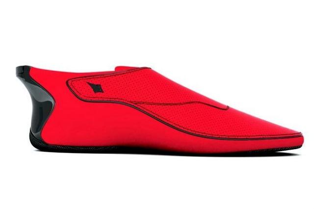 این کفش های هوشمند با لرزش راه صحیح را به شما نشان می دهند