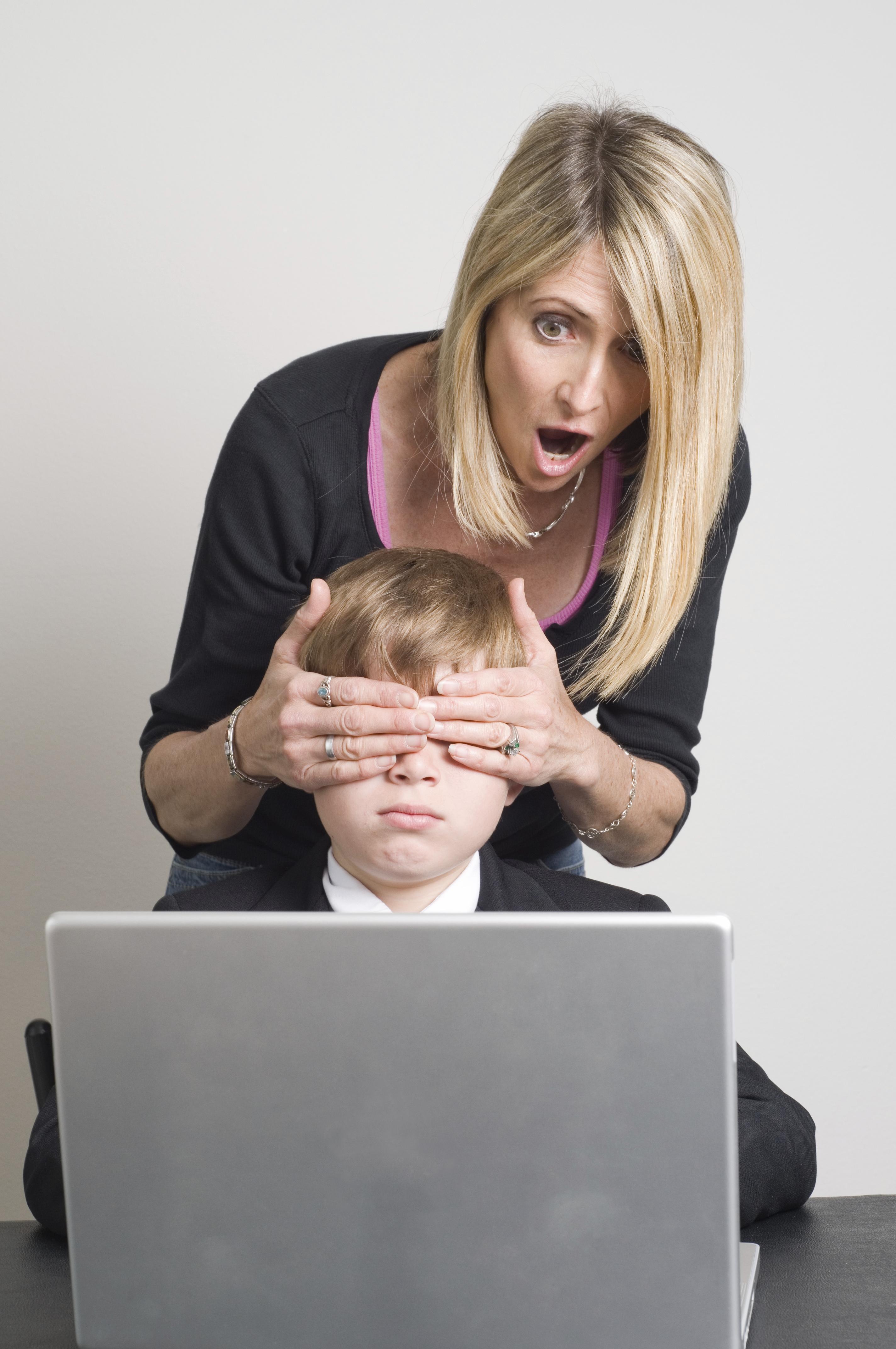 کودکان و مطالب غیراخلاقی موجود در اینترنت