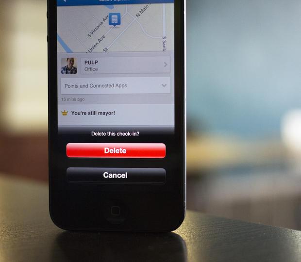 راهنمای iOS: اپ Foursquare همه حرکات شما را ردیابی میکند. چطور جلویش را بگیرید؟