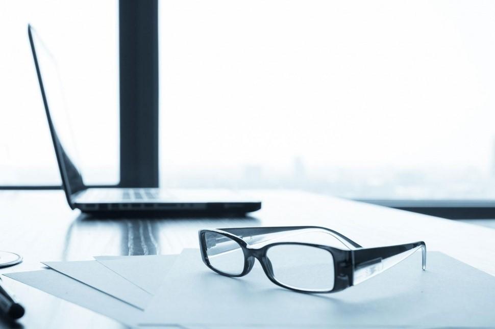 آیا کار با کامپیوتر به چشمان ما آسیب میرساند؟ متخصصان چه میگویند؟