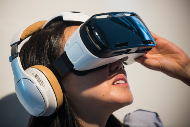 NEW YORK, NY - SEPTEMBER 03: A woman tries out the Samsung Gear, a virtual reality simulator that uses the Samsung Galaxy Note 4 for a screen at a media launch event on September 3, 2014 in New York City. The Note 4 features a 5.7-inch screen. (Photo by Andrew Burton/Getty Images)