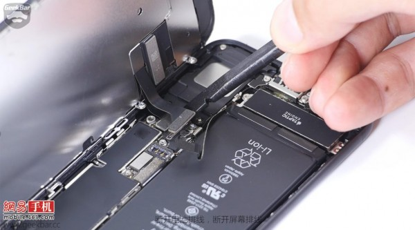 ۵-apple-iphone-7-teardown-1024x569