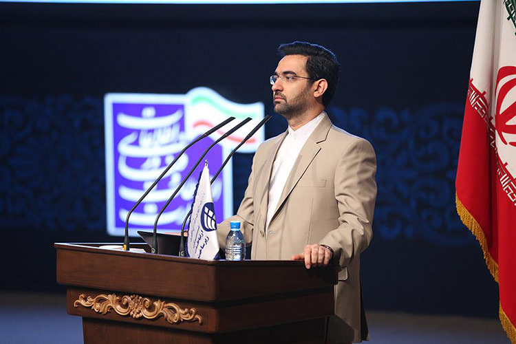 نگاه به فیلترینگ در ایران سیاسی است/ رفع محدودیت دانشجویان در فضای مجازی