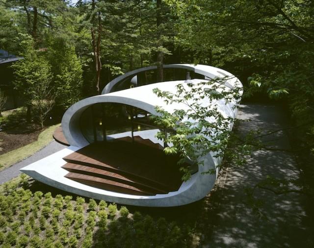 ساخت یک خانه به شکل صدف در یک جنگل