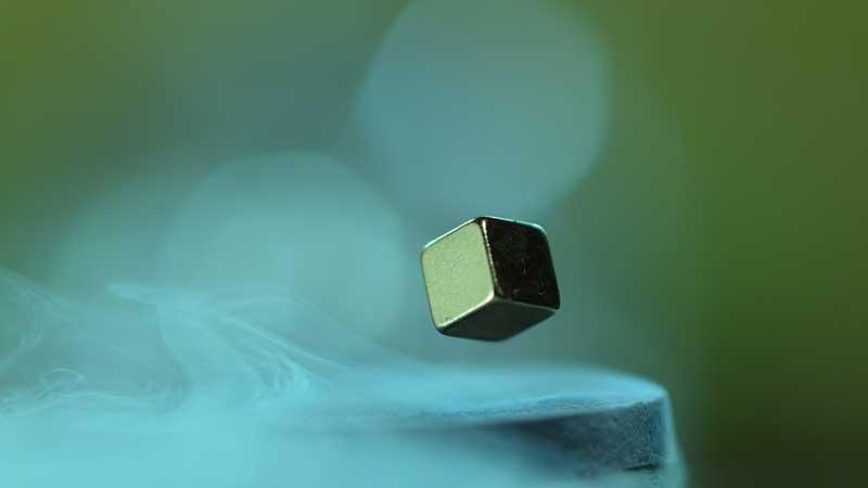 تنها نمونه هیدروژن فلزی جهان غیب شد