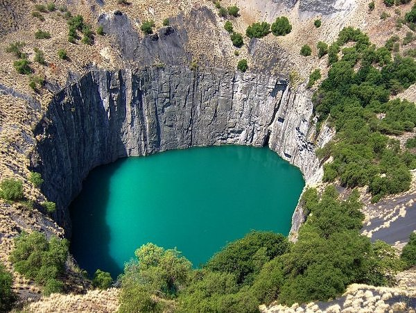 Water-filled earth wound: The Big Hole, Kimberley