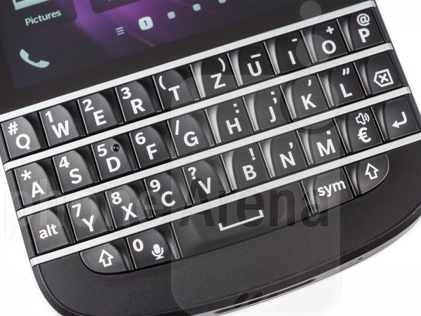 BlackBerry-Q10-12
