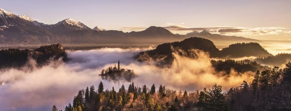 Capturing-a-spectacular-sunrise-at-lake-Bled1__880