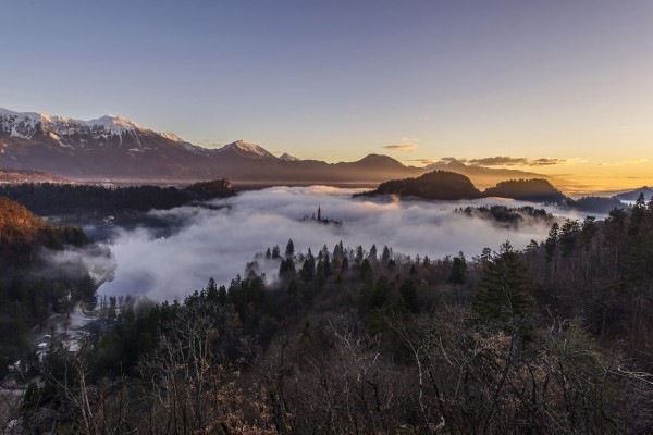 Capturing-a-spectacular-sunrise-at-lake-Bled5__880
