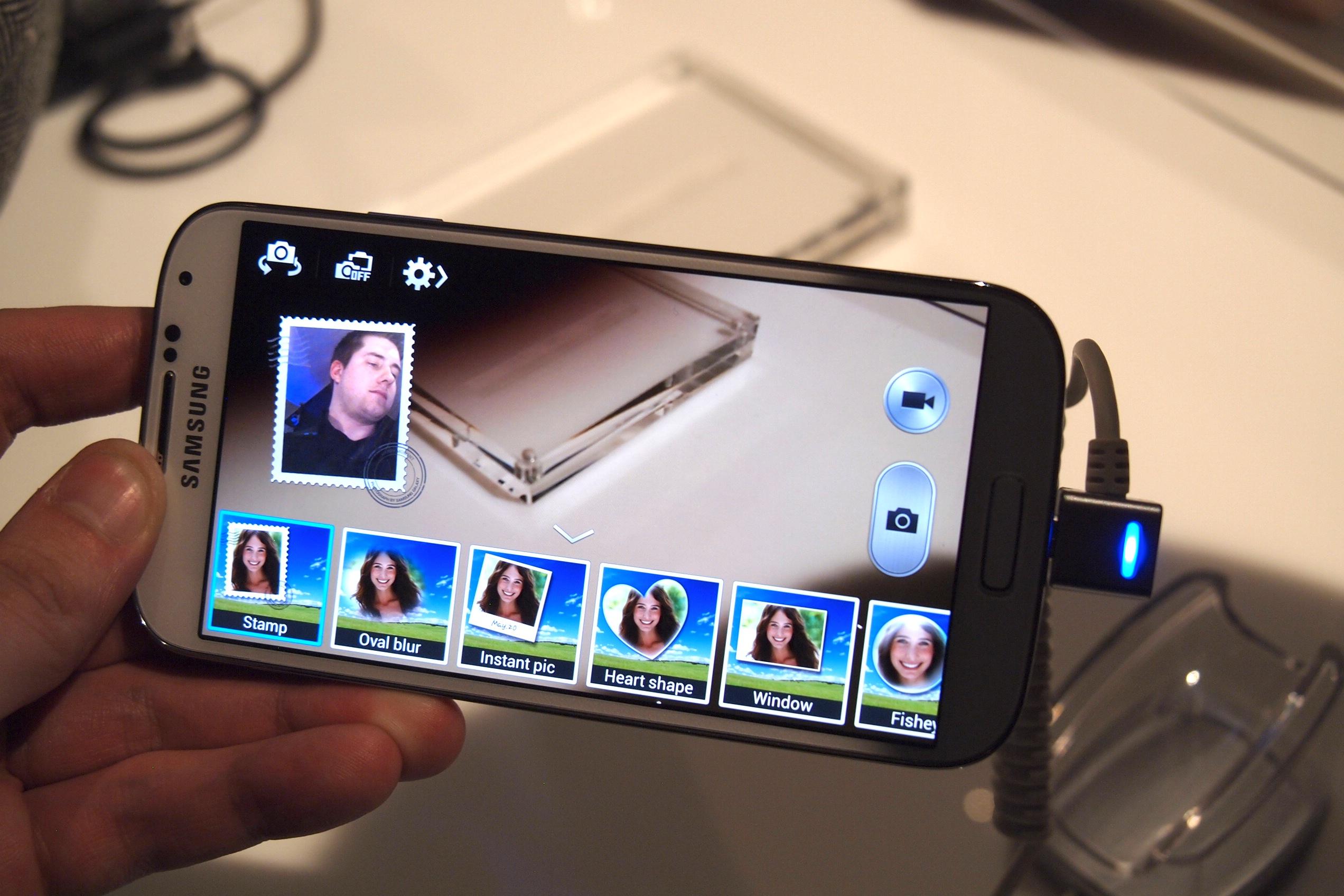 Galaxy-S4-dual-camera