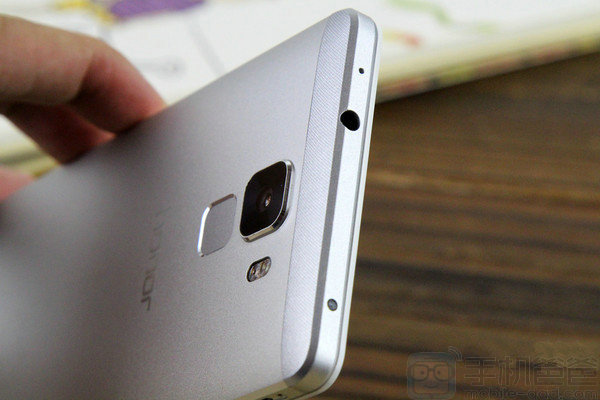 Huawei-Honor-7-hands-on-Chinese-source_8