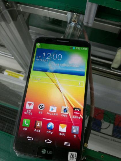 LG-G2-Leaks-in-New-Photos-Shows-2610mAh-Battery-370538-2
