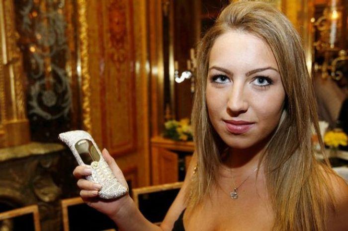 Le Million mobile phone 05