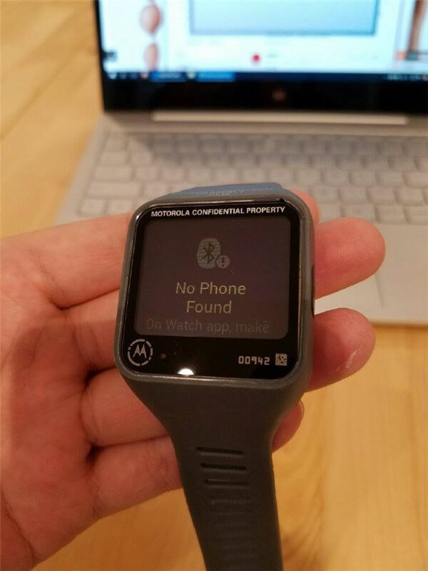 Motorola-smartwatch-prototype-featured-a-rectangular-screen-and-a-microUSB-port1-w600