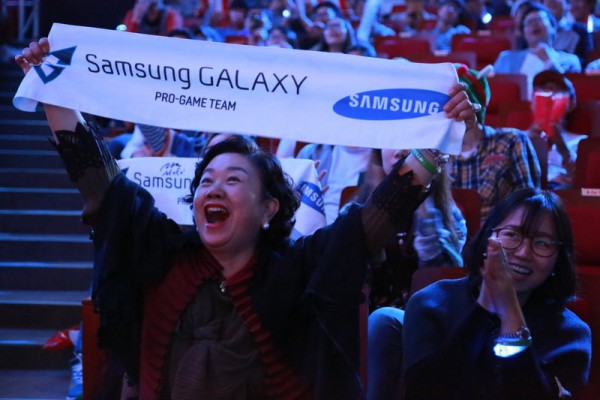 Samsung Fans Cheer