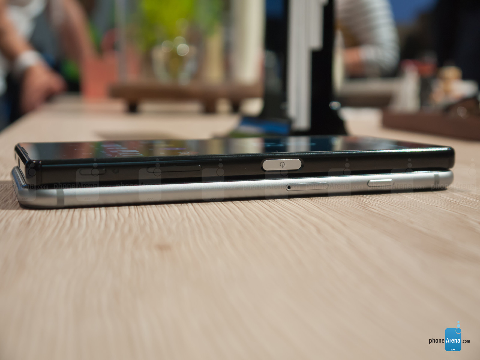 Sony-Xperia-Z5-vs-iPhone-6-Plus---first-look5
