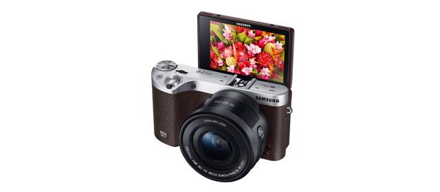 دوربین NX۵۰۰ کوچک و جمع و جور NX۱