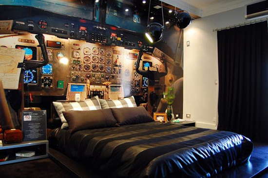 airplane-cockpit-themed-bedroom