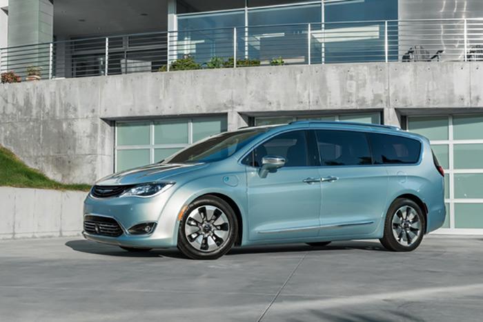 توسعه فناوری خودروهای خودران توسط آلفابت و فیات