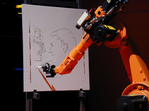 روباتی که نقاشی می کشد