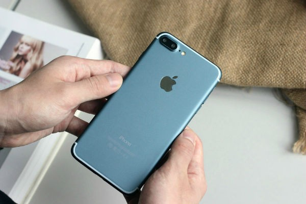 blue-iphone-7-plus-screen-Review and compare