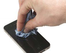 پاک کردن خش و خط روی نمایشگر گوشی و تبلت
