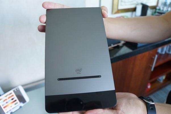 Dell Venue 8 7000 باریک ترین تبلت جهان با با چاشنی دوربین 3D!