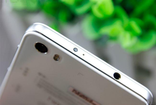 از میان دو گوشی بلند قد HP Slate 6 VoiceTab II و Huawei Honor 6 کدام را انتخاب می کنید
