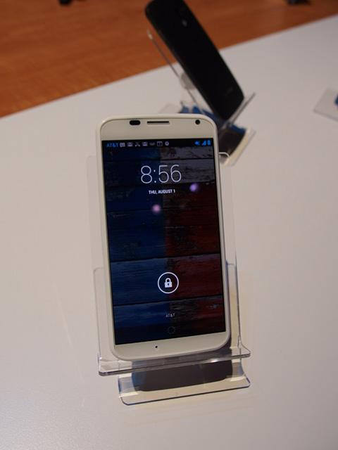 نگاهی به گوشی Moto X
