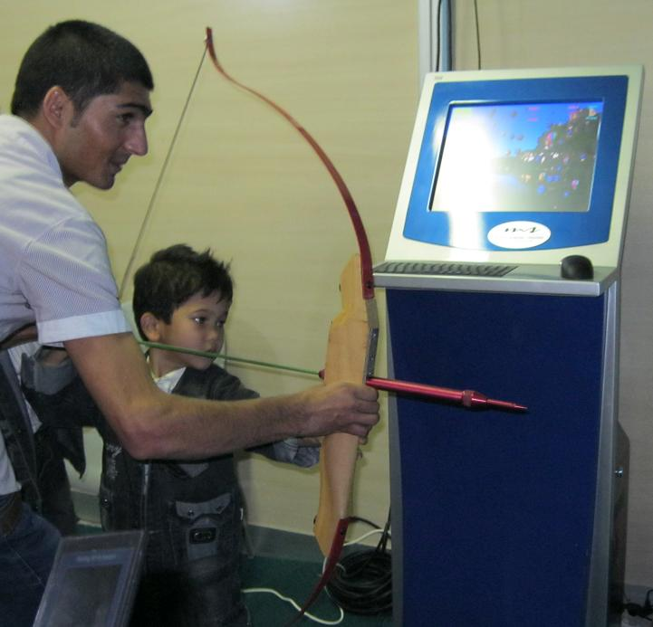 تیراندازی با کمان به سمت بالنهای مجازی