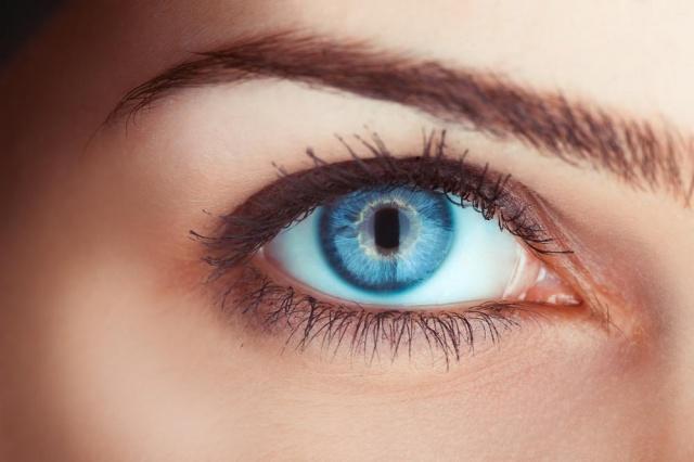 با ۵۰۰۰ دلار رنگ چشمانتان را برای همیشه از قهوه ای به آبی تغییر دهید