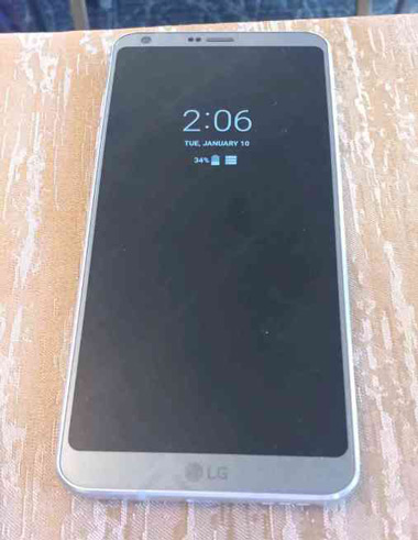 lg-g6-leaks-in-live-image-showing-always-on-display-like-feature-513069-2