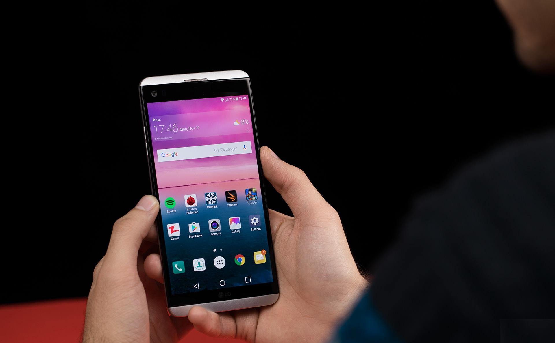 بررسی گوشی LG V20
