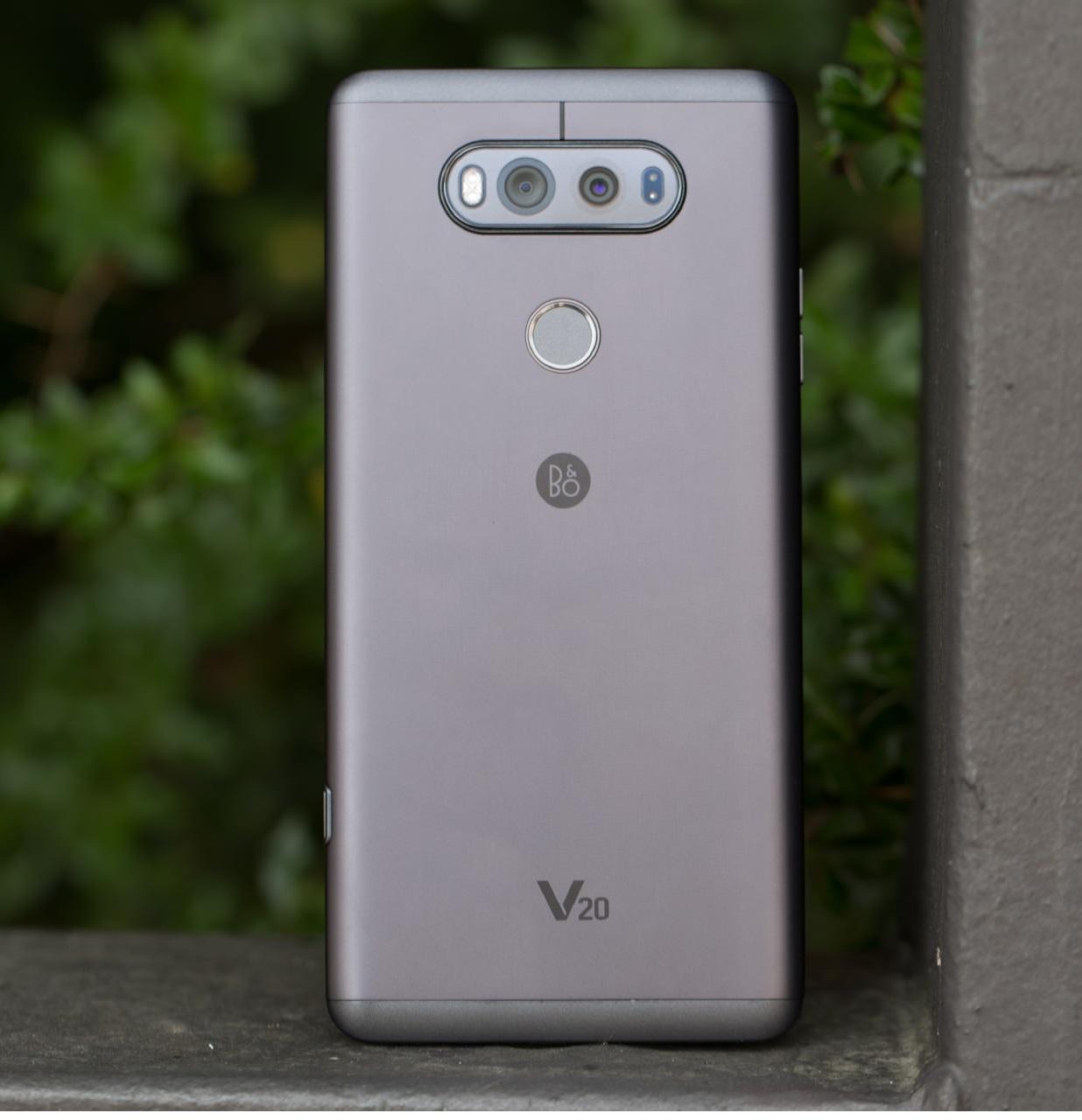 LG V20 در مقایسه با تمامی محصولات رقیب چگونه است