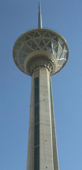 نماي 30 درصد برج ميلاد از زير پايه برج