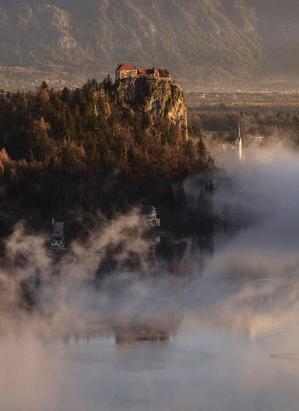 mist-sunrise-landscape-photography-ales-krivec-lake-bled-slovenia