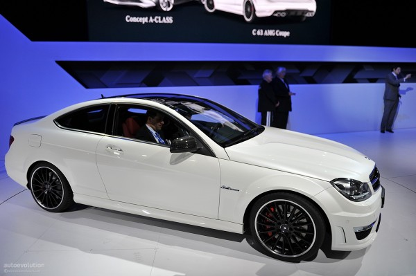 nyias-2011-mercedes-c63-amg-coupe-live-photos_3