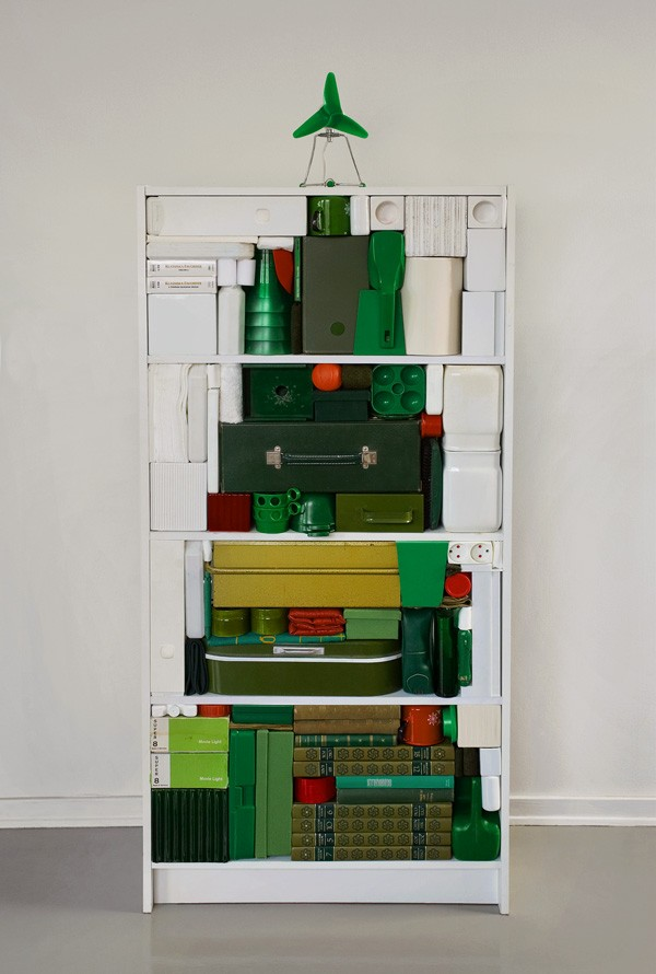organized-shelf-christmas-tree