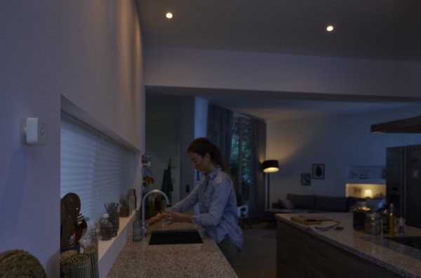 philips-hue-motion-sensor-attaching-to-wall