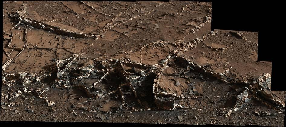 کاوشگر ناسا روی سطح مریخ رگه های برجسته یافته است