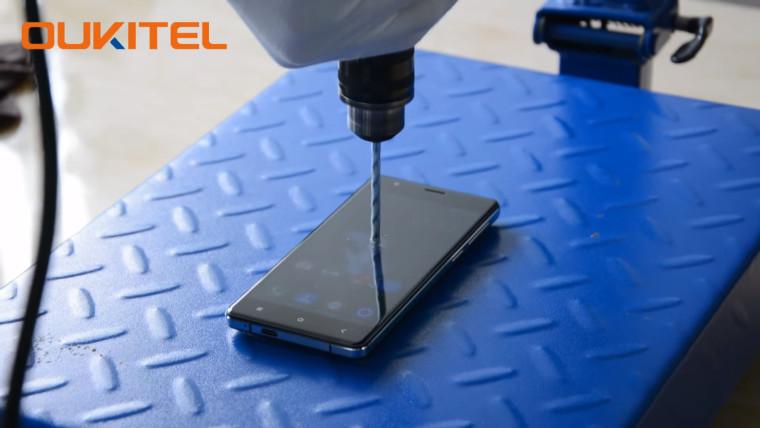 تلفن هوشمند Oukitel از K4000 که می تواند در برابر دریل هم مقاومت کند!