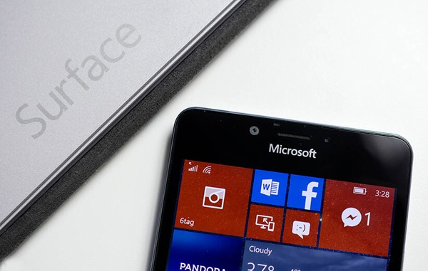 Translate Surface phone microsoft coming soon تلفن سرفیس مایکروسافت