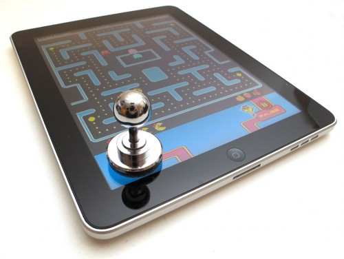 thinkgeek-ipad-joystick-25-500x376