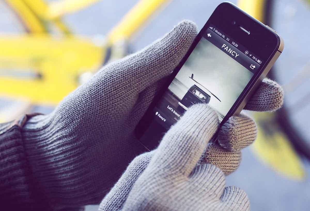 دستکشی خاص برای کار با صفحات لمسی در فصل سرما